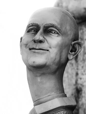 Jeff Bezos, der Amazongründer und Allesverkäufer | Bildhauer Peter Lenk | Paradiesschlange in Singen am HTW