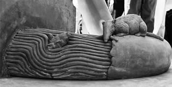 Bildhauer Peter Lenk: Paradiesschlange in Singen am HTW